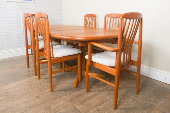 Danish Solid Teak extending Dining Table and 6 Benny Linden Chairs